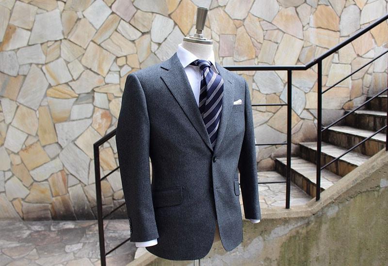 春夏スーツコレクション